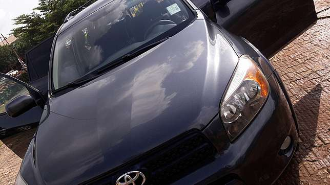 Toyota RAV4 (2006) Clean and affordable  - image 5