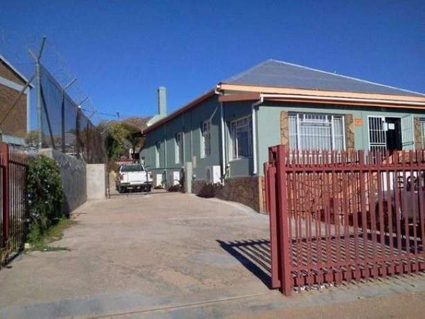 Office Space/Rooms/ Guesthouse for Sale or to Rent Springbok - image 8