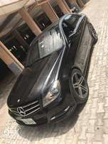 Clean 2009 Mercedes-Benz C350 (full-options)