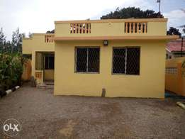 Fancy 4 Bedroom Bungalow with S.Q To Let at Bombolulu Estate