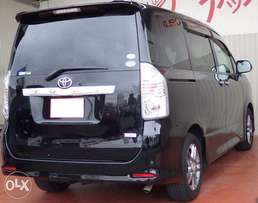 Selling Toyota voxy black cc 2000 valve matic