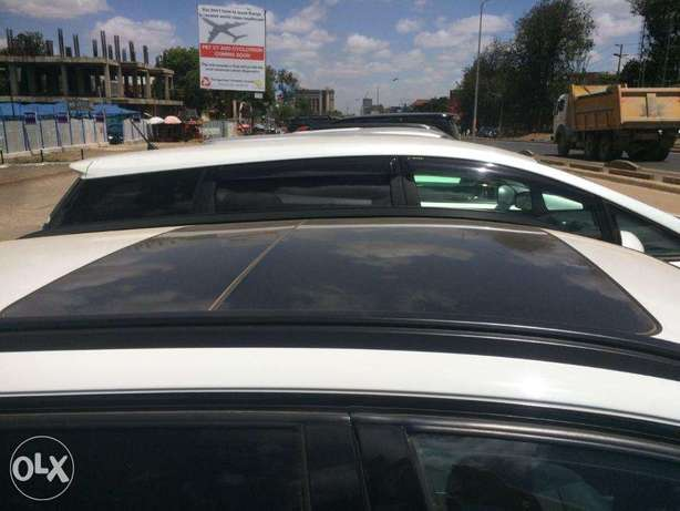 Station Wagon Unique BMW 320i SUNROOF Fully loaded on quick sell finan Nairobi CBD - image 3