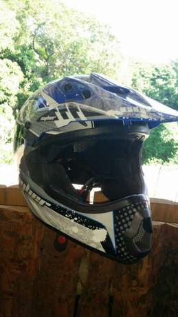 Cyber bull nose Helmut size XXL and never been used Malvern - image 2
