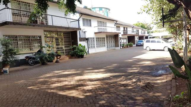1.3 acres upperhill with 5 mansionatte for let at 225k a unit Nairobi CBD - image 1
