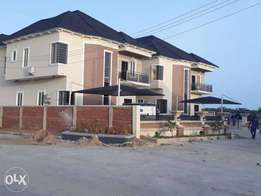 Lovely built 5bedroom duplex in ikota