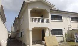 Very spacious 6bedroom duplex with 2bed BQ availble in Lekki1