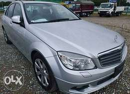 C200 Mercedes Benz 2009 clean