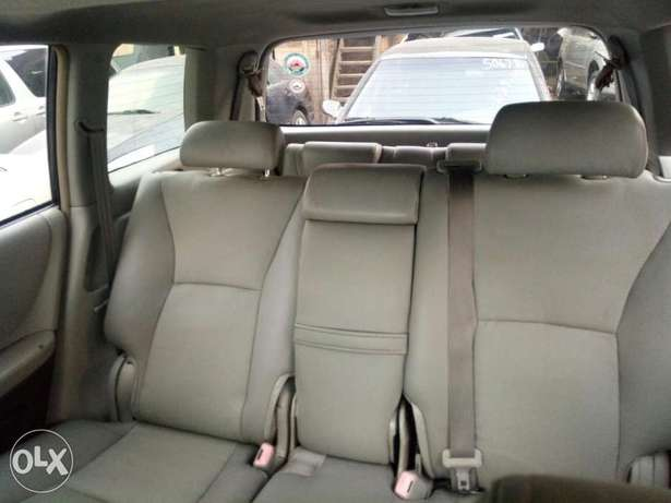 Fairly Used 2005 Toyota Highlander Leather For N1.9M Festac Town - image 6