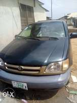Used Toyota sienna 1999 model at give away price