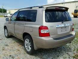 super clean Lagos cleared 05 Toyota Highlander