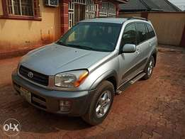 Extremely clean 2004 Rav 4