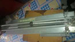 Tiles cutters