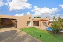 Spacious Modern 4 Bedroom 2,5 Bathroom Gem in Northcliff