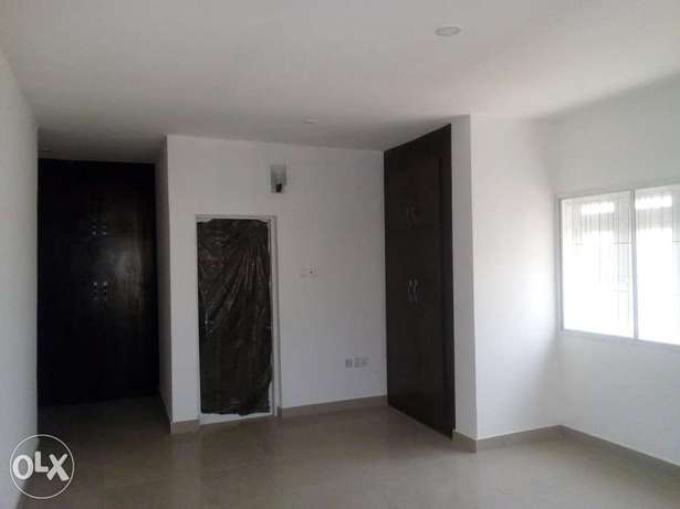 3bedroom apartment located at mabushi by Mobil filling station Wuse 2 - image 7