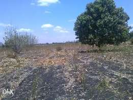 1acre along PI-Karaba tarmac road
