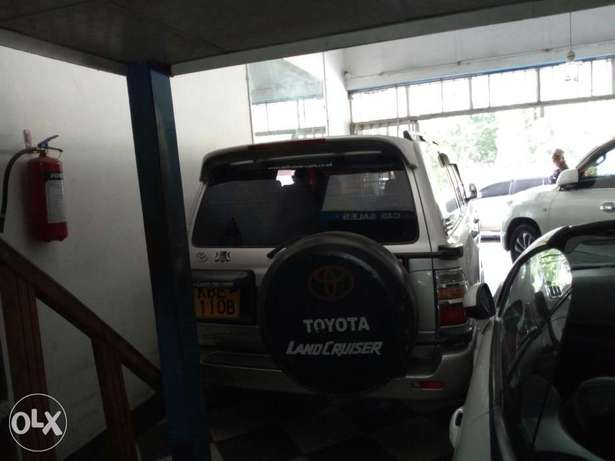 Very clean silver Toyota Land Cruiser KBE for sale at Mombasa Island Mombasa Island - image 5