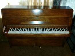 Rippen Piano in excellent condition
