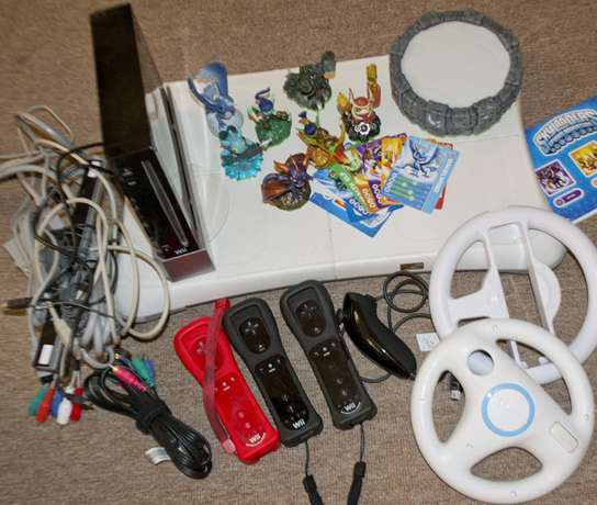 Relocation sale, Priced to go! Wii gaming console with 10+ extra games Benoni - image 1