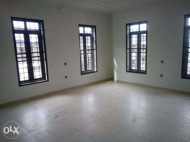 4bedroom semi detached duplex wit C of O and room bq for sale at lekki Lekki - image 2
