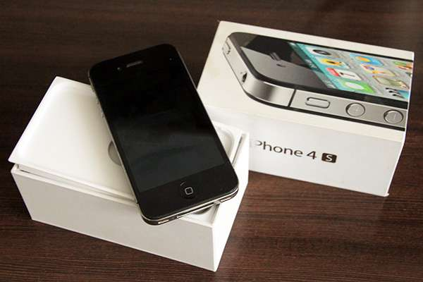 Iphone 4s 16GB Factory unlocked. Great condition! South B - image 3