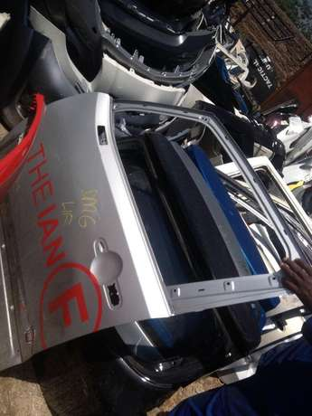 Good condition Genuine jeep renegade left rear & front doors for sale Bramley - image 1