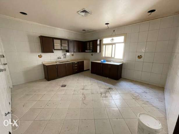 villa 2nd floor for rent in mangaf area