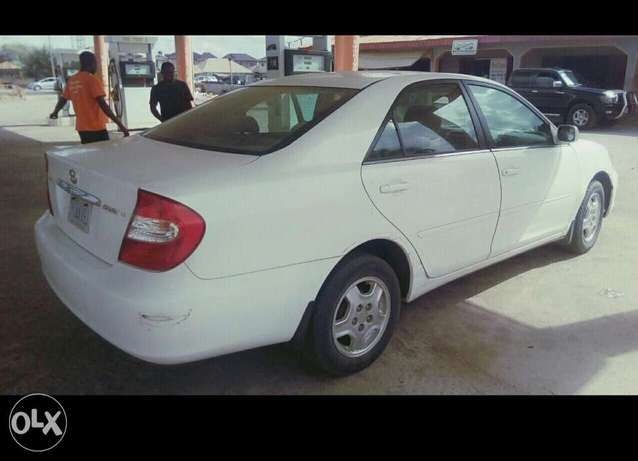 Neatly used V4 Toyota Camry for sale, nothing to fix Lagos - image 2