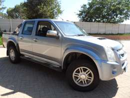 2013 Isuzu KB-300 d-teq LX 4x4 D/C Excellent Buy R189900 Call Now