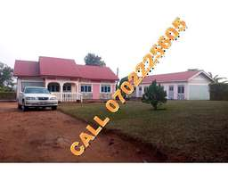Master piece 3 bedroom bungalow for sale in Mukono,Kabembe at 150m