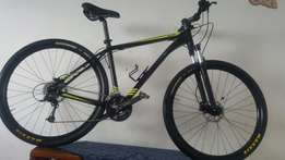 *SOLD*29r Giant Revel0.27spd Shimano deore. Hydraulic disk brakes