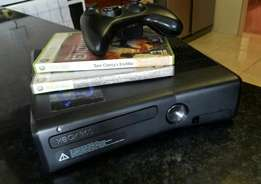 Xbox 360 4GB. Neat and in good nick