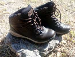 Columbia ladies hiking boots
