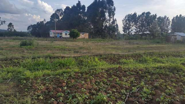 1/4 plot near tarmac in kikuyu kamangu town at 2.4m negotiable Kikuyu T-Ship - image 1