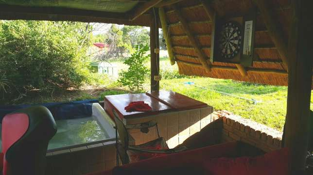 2 bed log Cabin on big property with pool, Jacuzzi, in Midrand Midrand - image 3