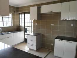 Apt 2bd all ensuite Gen Borehole to let in kileleshwa