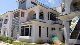 State of the art classy 4 bedroom VILLA with fitted airconditioner