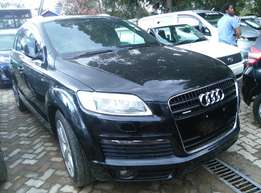 Black Q7,3600cc,Leather Seats,Back Camera,Dvd Player,Back Camera