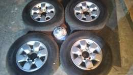 "toyota d4d 15"" mags and tyers"