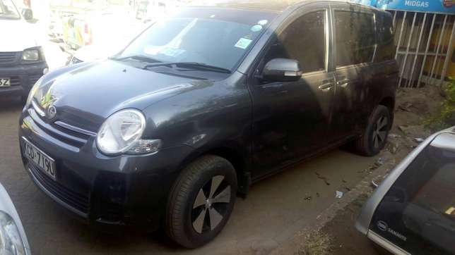 Toyota Sienta 2009 very clean in super condition Nairobi CBD - image 1