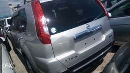 Silver nissan xtrail