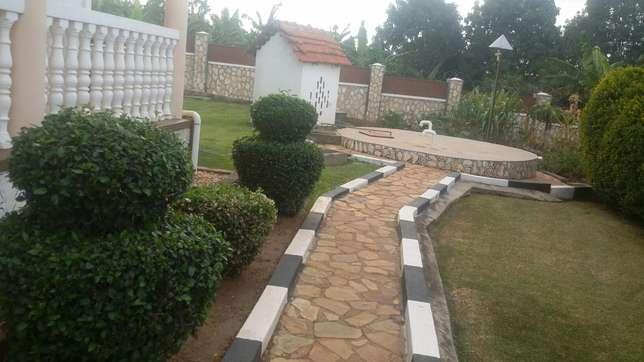 Quick sale,English house Mbarara - image 3