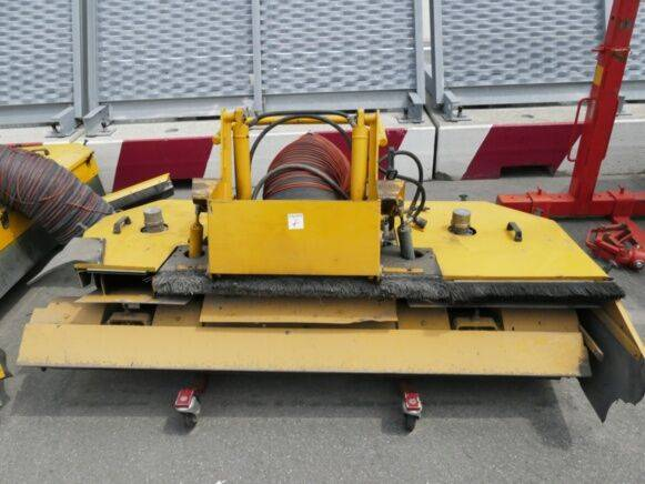 Boschung road vacuum cleaner road sweeper for sale by auction