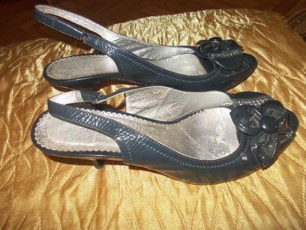 Туфли-босоножки серые лаковая кожа р. 37-38  200 грн. - Женская ... 857eddd93fd