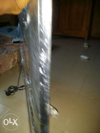 50 inch Hitachi LED tv up for Grabs...AWOOF!! Aja - image 3