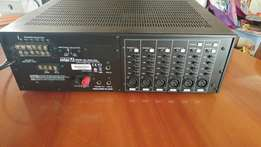 Powerful amp for sale very loud