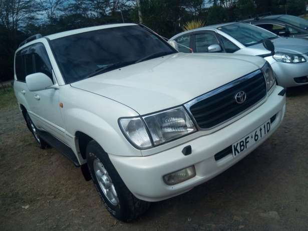 landcruiser Vx Petrol v8 well maintained car on quick sell Nairobi CBD - image 4