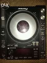 Urgent sale: Cdj 850 black in good condition.