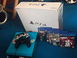 Playstation 4 + 2 controllers + 5 games