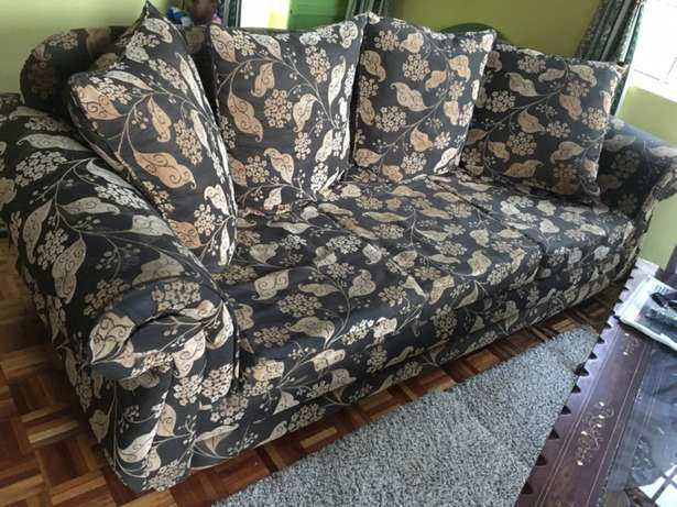 Well maintained 7 Seater Sofa Set Roysambu - image 3