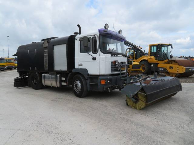 MAN Burtec 18-255 Bitumen Sprayer - 2002
